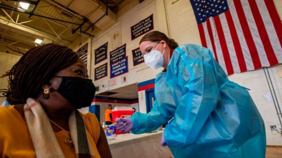 Texas, Arizona y Louisiana, los estados en EU que aplican vacuna contra el COVID-19 a  turistas