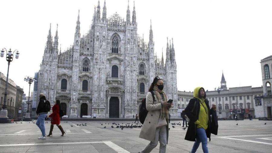 Prohíben en Milán fumar a menos de 10 metros de otra persona al aire libre