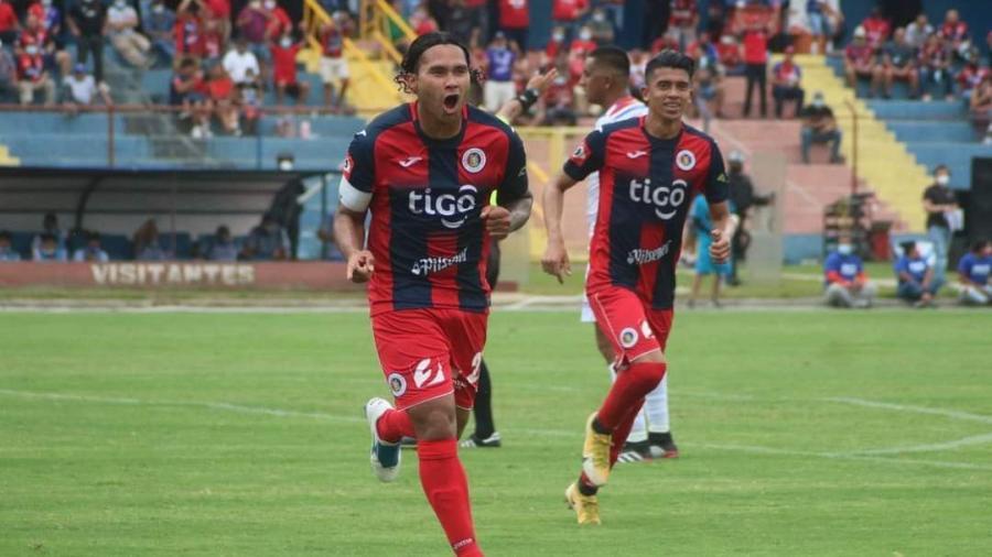 Le cambian el apodo al Gullit Peña por golazo en El Salvador